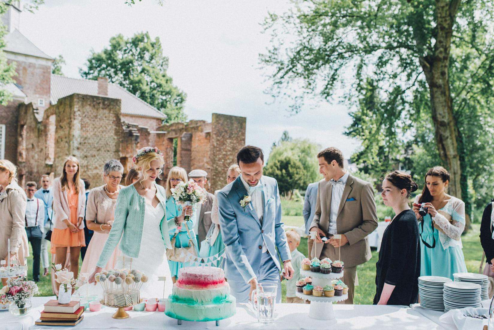 pastel-vintage-hertefeld-100 hochzeitsfotograf schloss hertefeldGalina & Robert DIY Pastel Vintage Hochzeit auf Schloss Hertefeldpastel vintage hertefeld 100