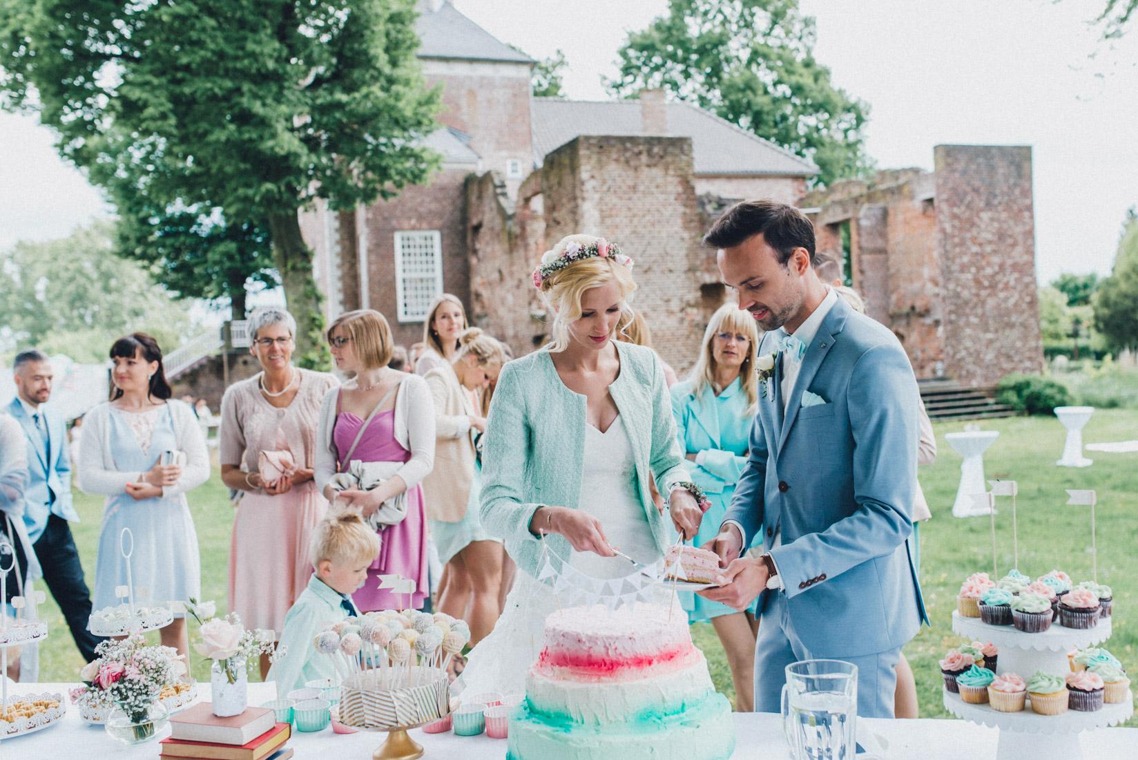 pastel-vintage-hertefeld-102 hochzeitsfotograf schloss hertefeldGalina & Robert DIY Pastel Vintage Hochzeit auf Schloss Hertefeldpastel vintage hertefeld 102