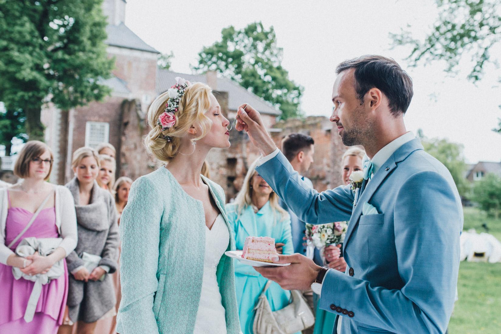 pastel-vintage-hertefeld-103 hochzeitsfotograf schloss hertefeldGalina & Robert DIY Pastel Vintage Hochzeit auf Schloss Hertefeldpastel vintage hertefeld 103