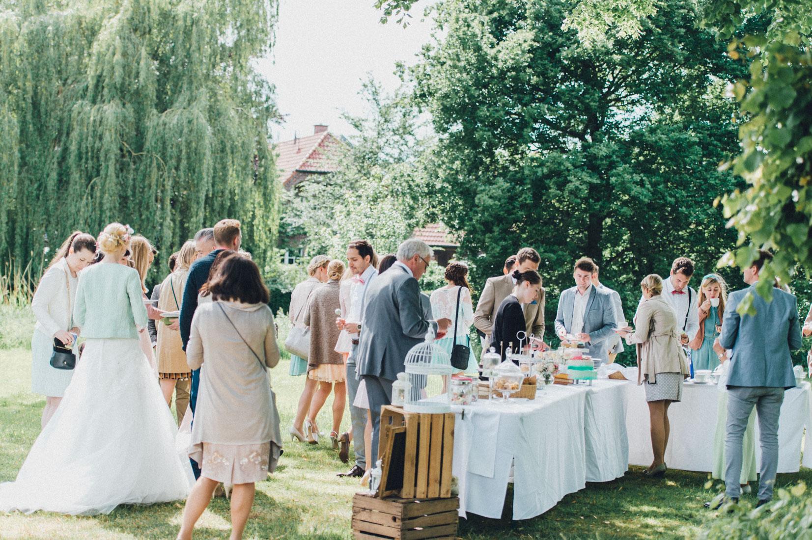 pastel-vintage-hertefeld-106 hochzeitsfotograf schloss hertefeldGalina & Robert DIY Pastel Vintage Hochzeit auf Schloss Hertefeldpastel vintage hertefeld 106