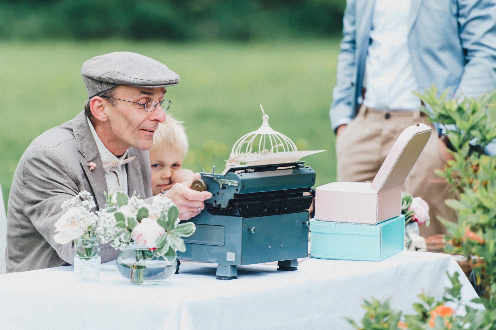 pastel-vintage-hertefeld-113 hochzeitsfotograf schloss hertefeldGalina & Robert DIY Pastel Vintage Hochzeit auf Schloss Hertefeldpastel vintage hertefeld 113