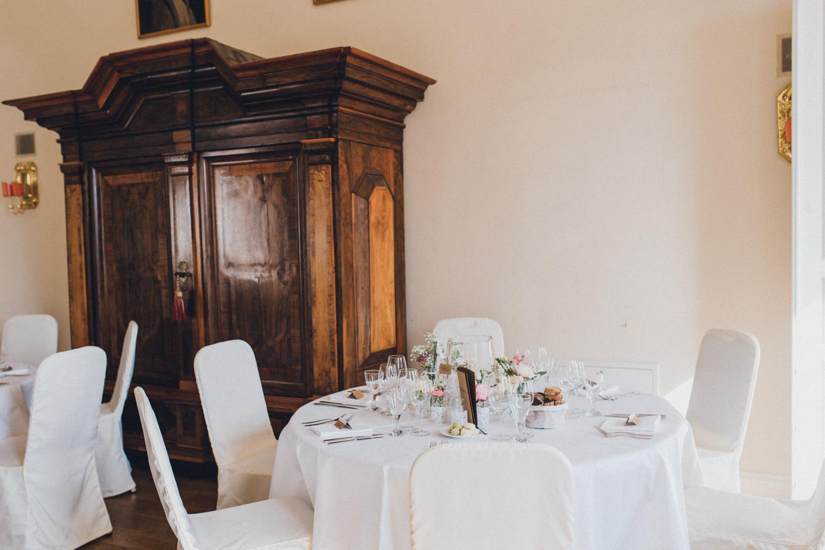 pastel-vintage-hertefeld-153 hochzeitsfotograf schloss hertefeldGalina & Robert DIY Pastel Vintage Hochzeit auf Schloss Hertefeldpastel vintage hertefeld 153