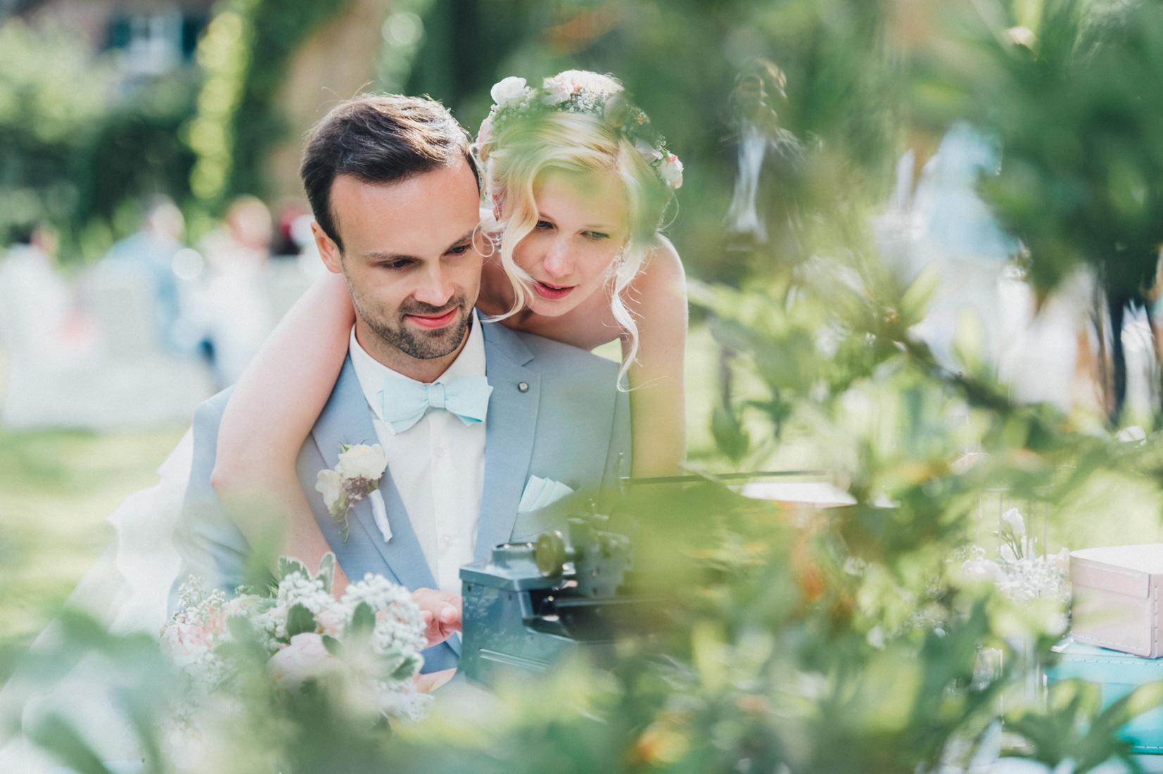 pastel-vintage-hertefeld-169 hochzeitsfotograf schloss hertefeldGalina & Robert DIY Pastel Vintage Hochzeit auf Schloss Hertefeldpastel vintage hertefeld 169
