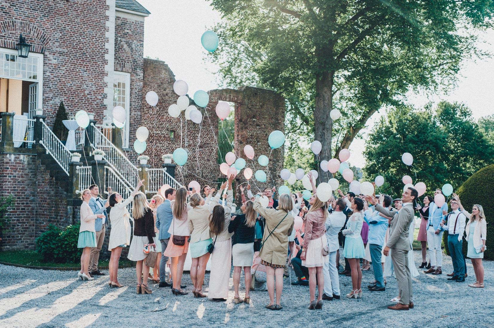 pastel-vintage-hertefeld-175 hochzeitsfotograf schloss hertefeldGalina & Robert DIY Pastel Vintage Hochzeit auf Schloss Hertefeldpastel vintage hertefeld 175