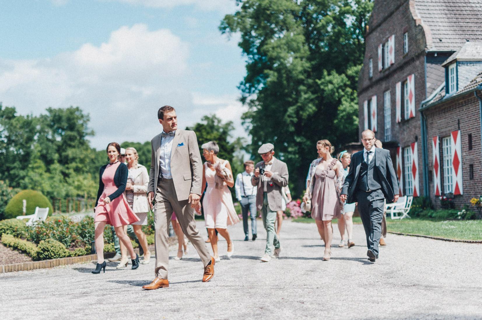 pastel-vintage-hertefeld-52 hochzeitsfotograf schloss hertefeldGalina & Robert DIY Pastel Vintage Hochzeit auf Schloss Hertefeldpastel vintage hertefeld 52