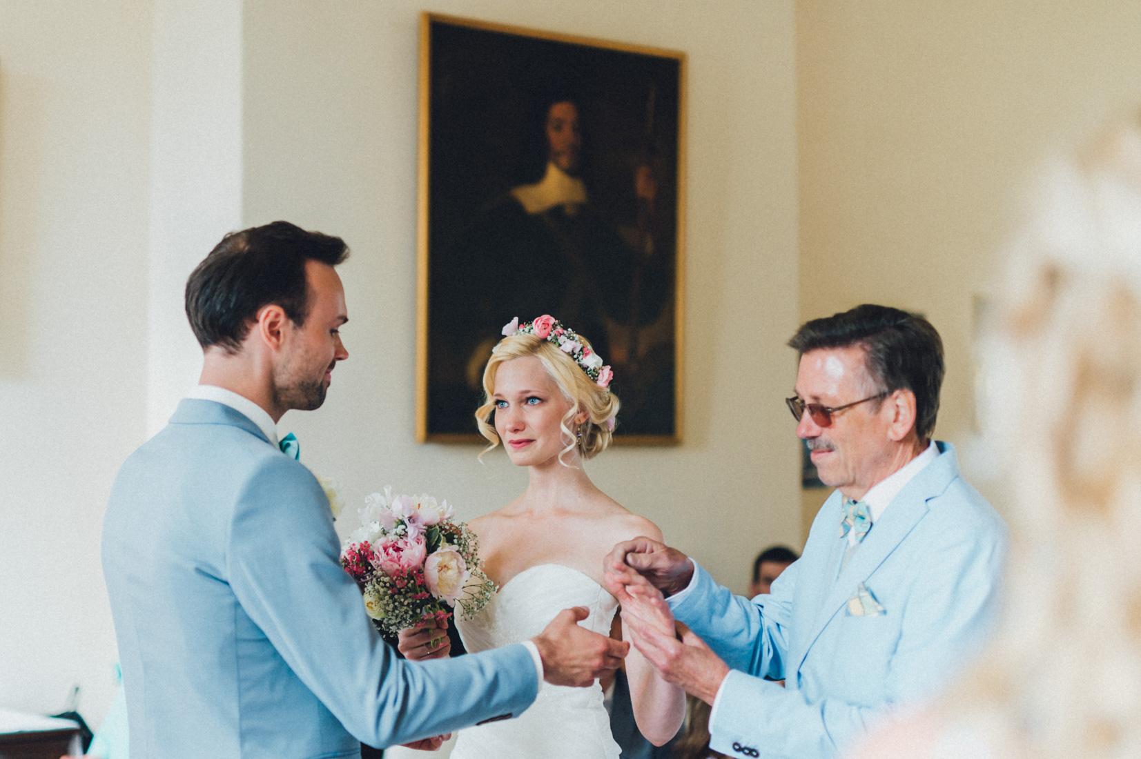 pastel-vintage-hertefeld-61 hochzeitsfotograf schloss hertefeldGalina & Robert DIY Pastel Vintage Hochzeit auf Schloss Hertefeldpastel vintage hertefeld 61