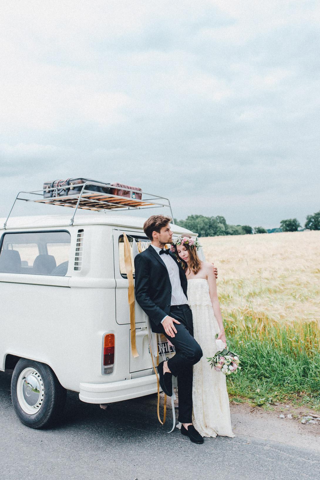 DIY-Hochzeit-gold-VW-Bully-102 Janet & Pierre DIY Midsummer-Wedding in Gold mit VW BulliDIY Hochzeit gold VW Bully 102