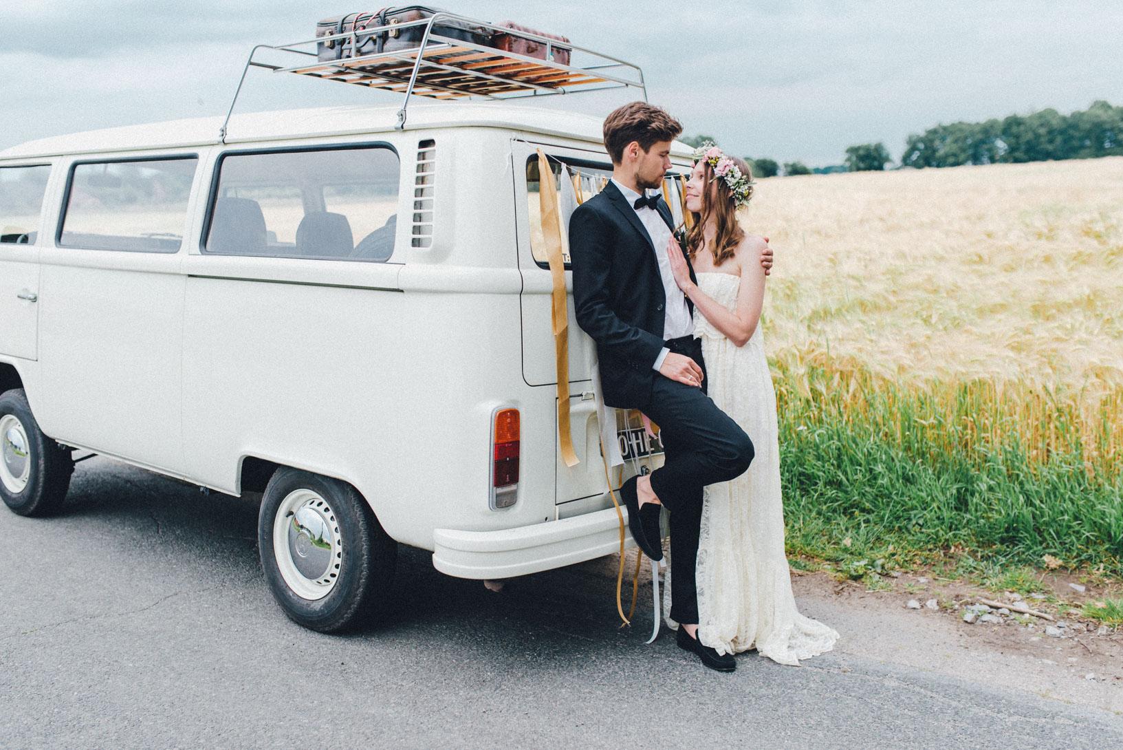 DIY-Hochzeit-gold-VW-Bully-103 Janet & Pierre DIY Midsummer-Wedding in Gold mit VW BulliDIY Hochzeit gold VW Bully 103