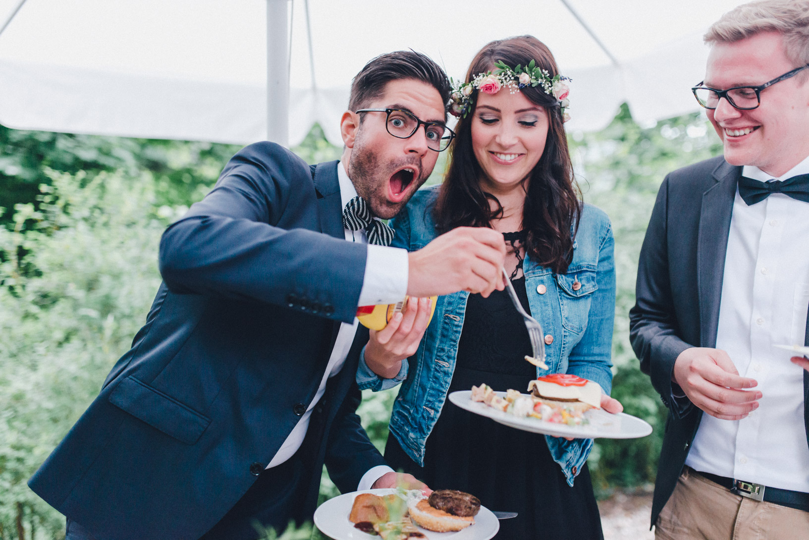 DIY-Hochzeit-gold-VW-Bully-109 Janet & Pierre DIY Midsummer-Wedding in Gold mit VW BulliDIY Hochzeit gold VW Bully 109