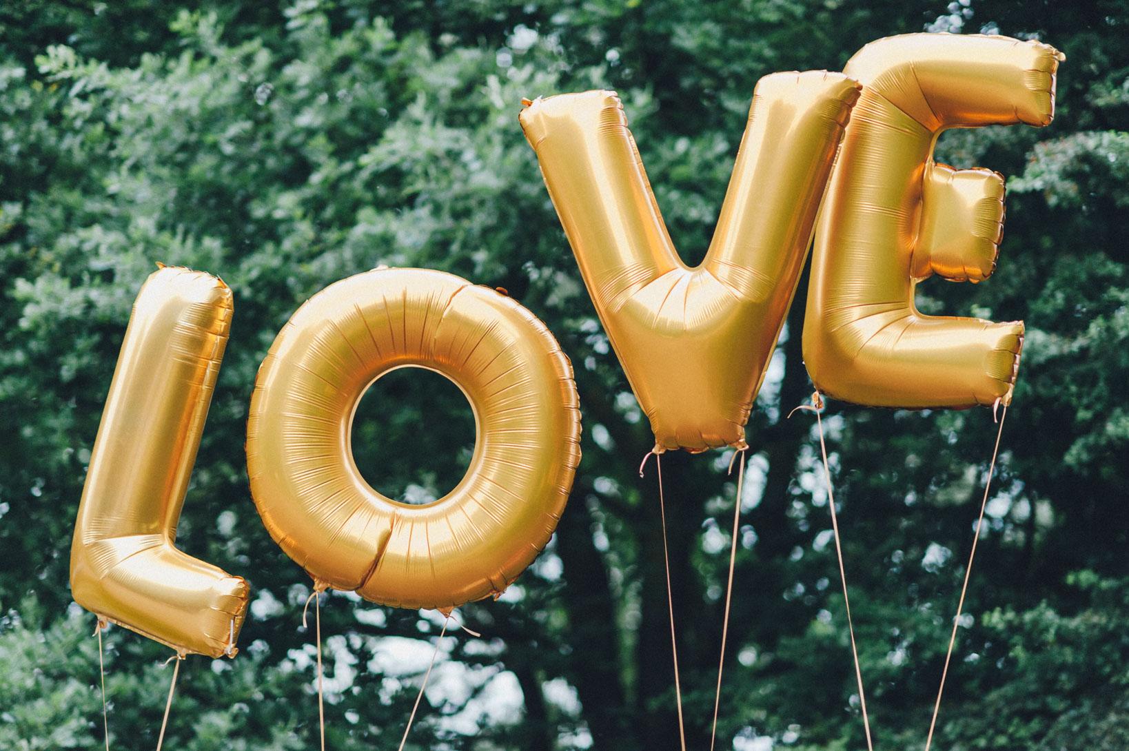 DIY-Hochzeit-gold-VW-Bully-111 Janet & Pierre DIY Midsummer-Wedding in Gold mit VW BulliDIY Hochzeit gold VW Bully 111