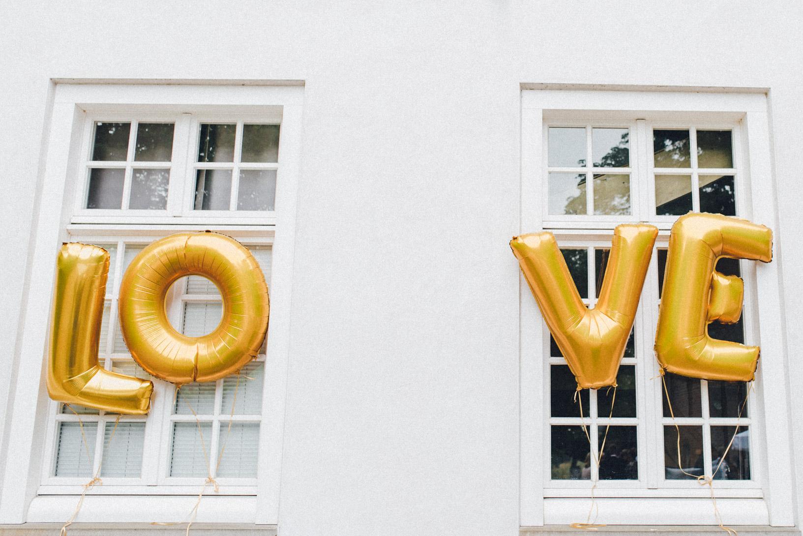 DIY-Hochzeit-gold-VW-Bully-47 Janet & Pierre DIY Midsummer-Wedding in Gold mit VW BulliDIY Hochzeit gold VW Bully 47
