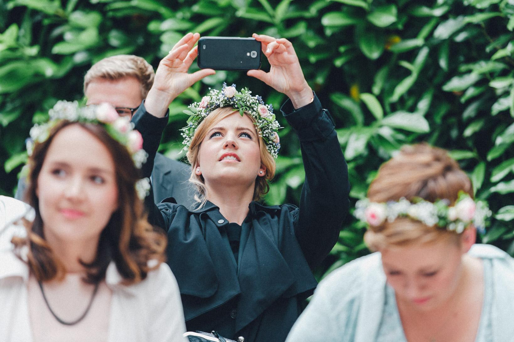 DIY-Hochzeit-gold-VW-Bully-51 Janet & Pierre DIY Midsummer-Wedding in Gold mit VW BulliDIY Hochzeit gold VW Bully 51