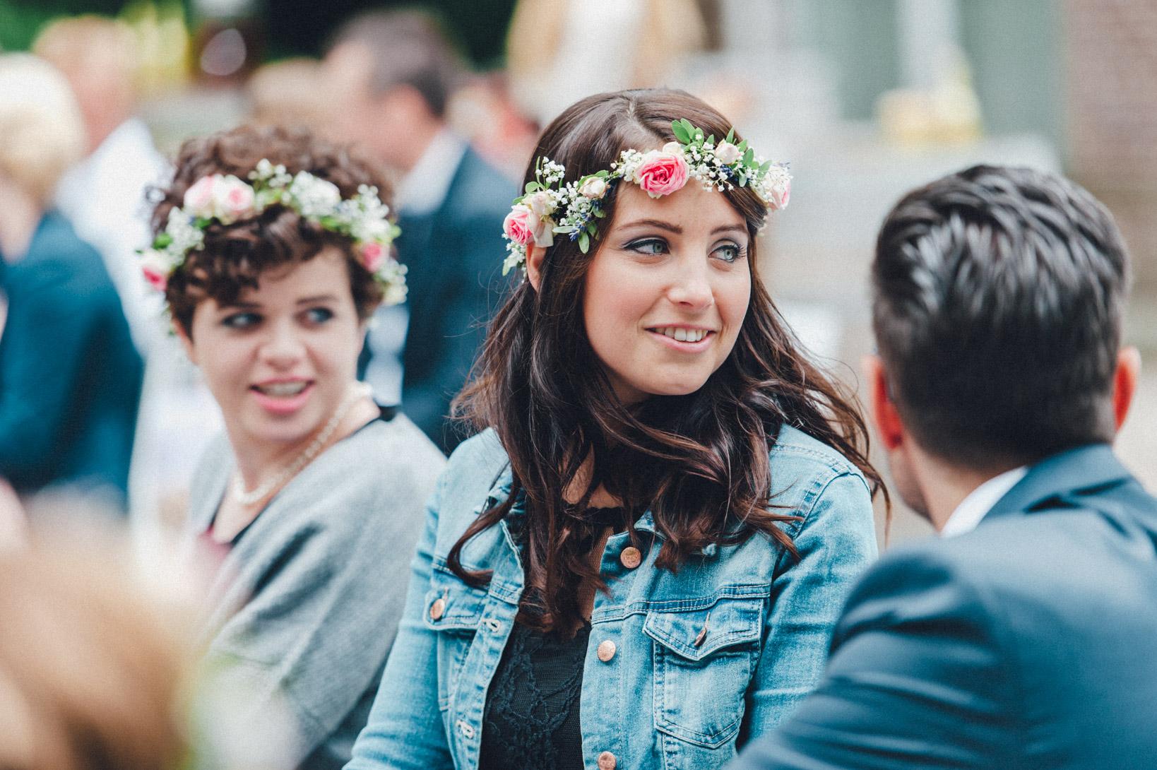 DIY-Hochzeit-gold-VW-Bully-55 Janet & Pierre DIY Midsummer-Wedding in Gold mit VW BulliDIY Hochzeit gold VW Bully 55