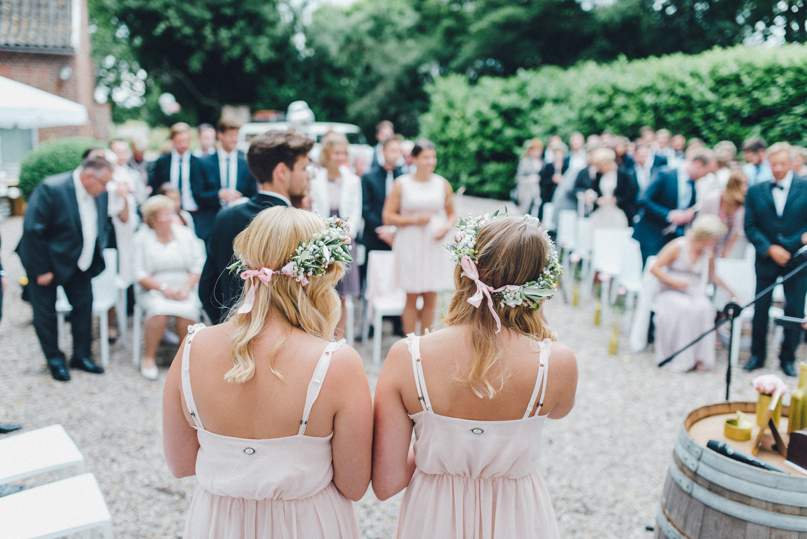 DIY-Hochzeit-gold-VW-Bully-59 Janet & Pierre DIY Midsummer-Wedding in Gold mit VW BulliDIY Hochzeit gold VW Bully 59