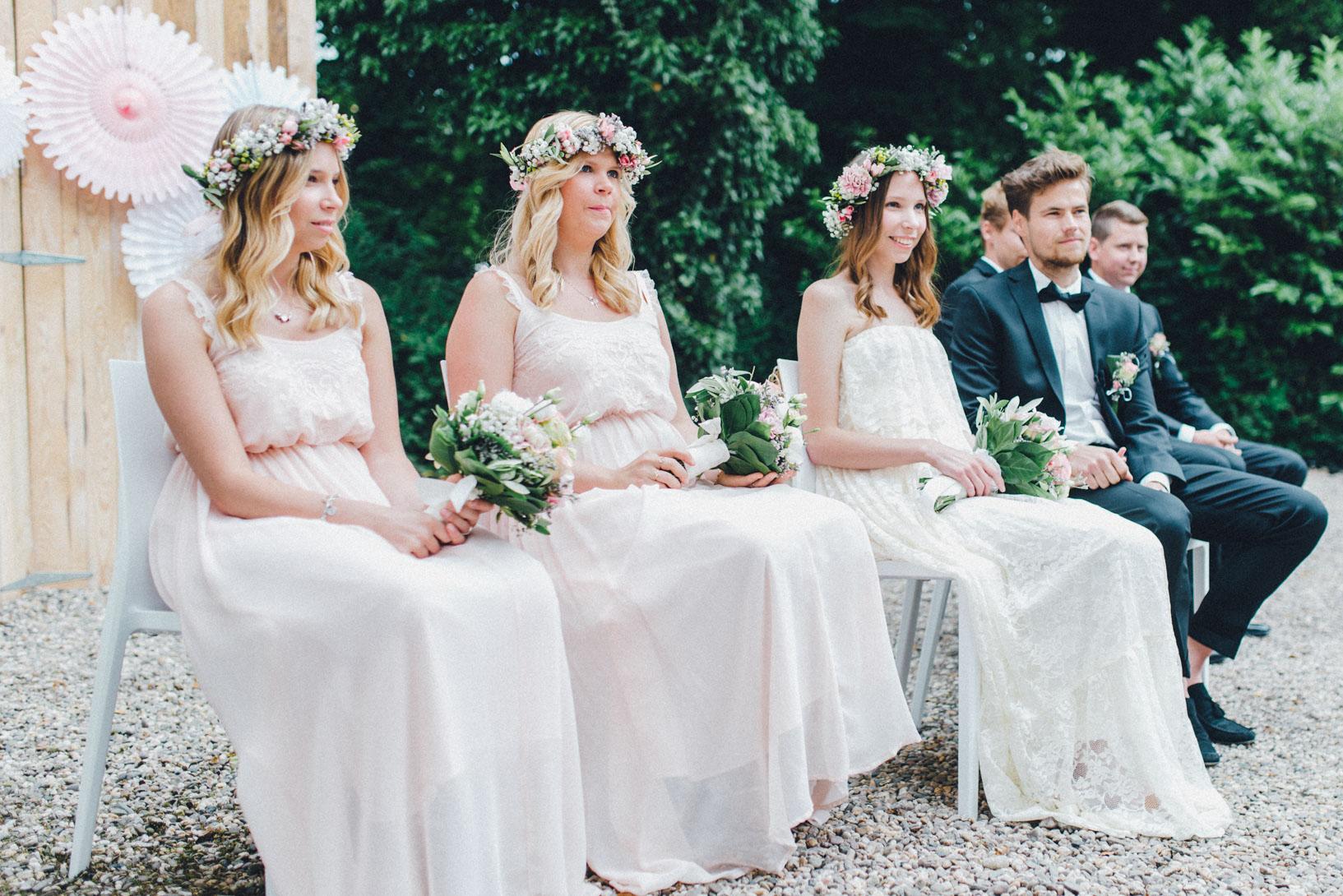 DIY-Hochzeit-gold-VW-Bully-62 Janet & Pierre DIY Midsummer-Wedding in Gold mit VW BulliDIY Hochzeit gold VW Bully 62