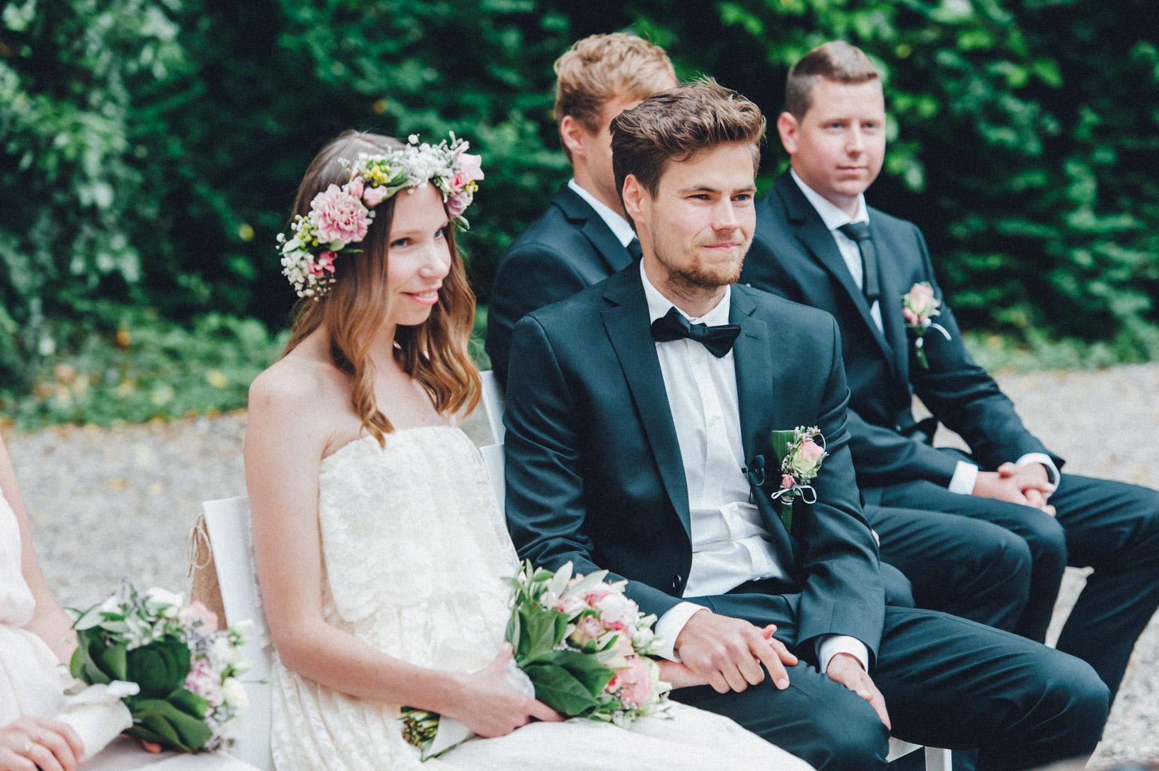 DIY-Hochzeit-gold-VW-Bully-63 Janet & Pierre DIY Midsummer-Wedding in Gold mit VW BulliDIY Hochzeit gold VW Bully 63