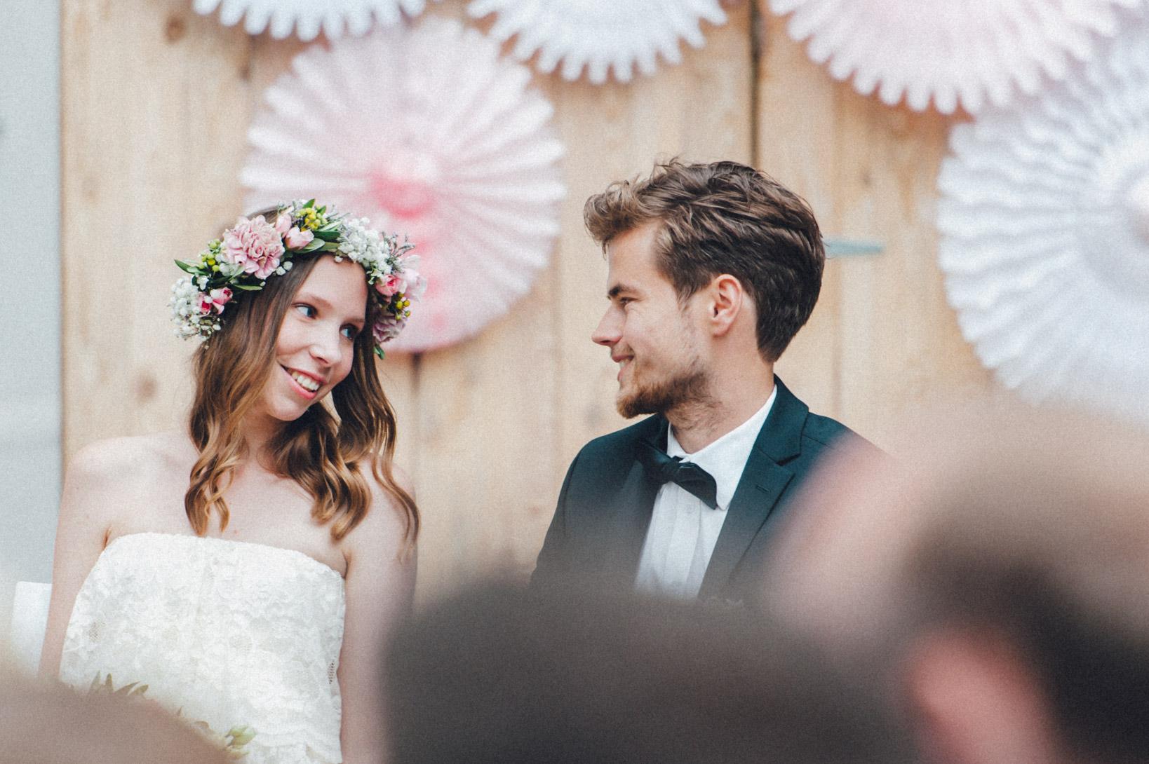 DIY-Hochzeit-gold-VW-Bully-64 Janet & Pierre DIY Midsummer-Wedding in Gold mit VW BulliDIY Hochzeit gold VW Bully 64