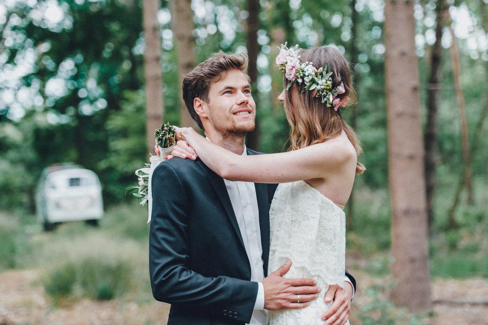 DIY-Hochzeit-gold-VW-Bully-81 Janet & Pierre DIY Midsummer-Wedding in Gold mit VW BulliDIY Hochzeit gold VW Bully 81