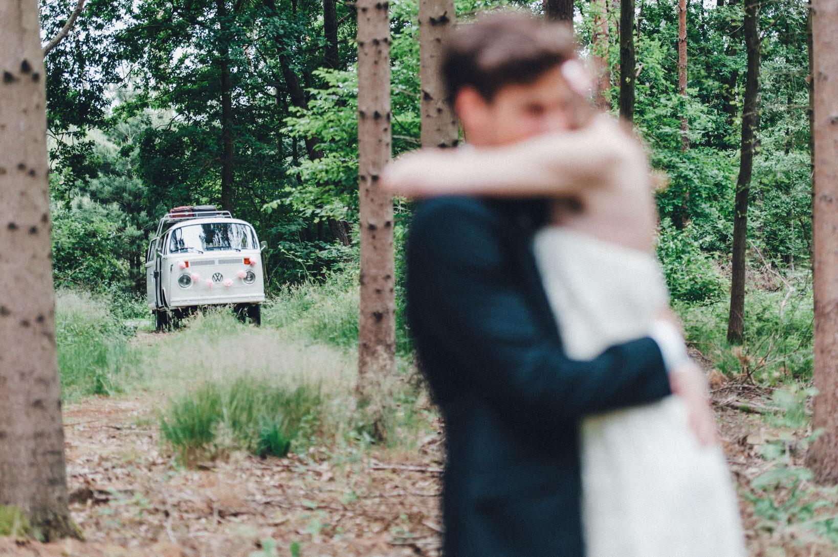 DIY-Hochzeit-gold-VW-Bully-82 Janet & Pierre DIY Midsummer-Wedding in Gold mit VW BulliDIY Hochzeit gold VW Bully 82