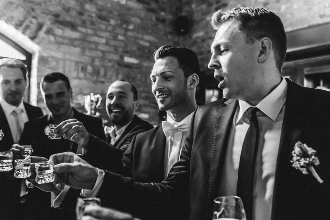 hochzeitsfotos-hausgrunewald-vintage-76 Christina & Sebastian Hochzeitsfotograf Schloss Grünewald SolingenChristina & Sebastian Schloss Grünewald Solingenhochzeitsfotos hausgrunewald vintage 76