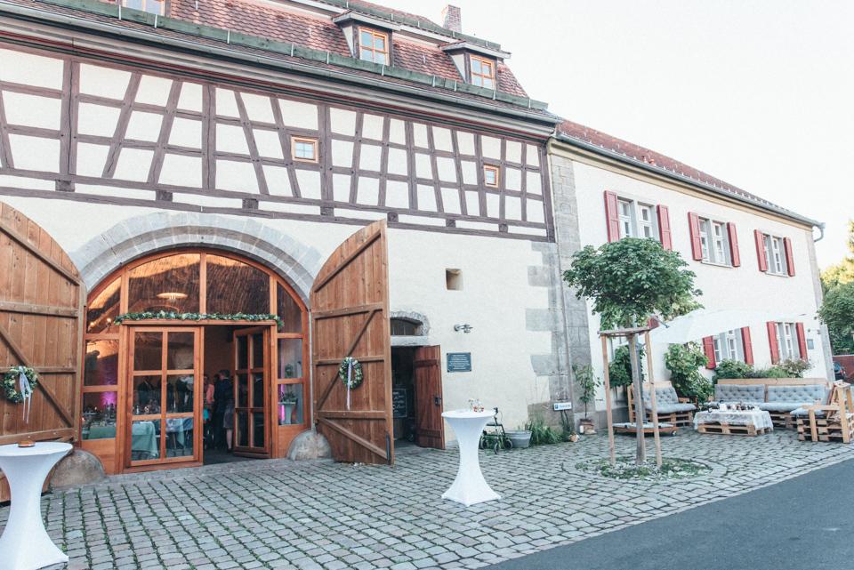 diy-wedding-bayern-195 Isabell & Tomaj Vintage DIY Hochzeit in Bayerndiy wedding bayern 195