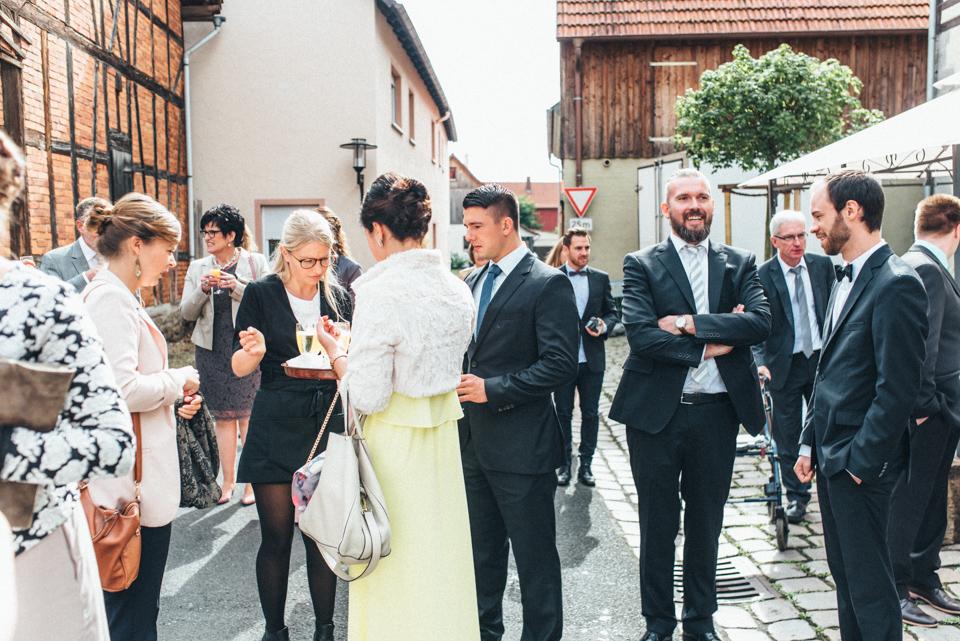 diy-wedding-bayern-98 Isabell & Tomaj Vintage DIY Hochzeit in Bayerndiy wedding bayern 98