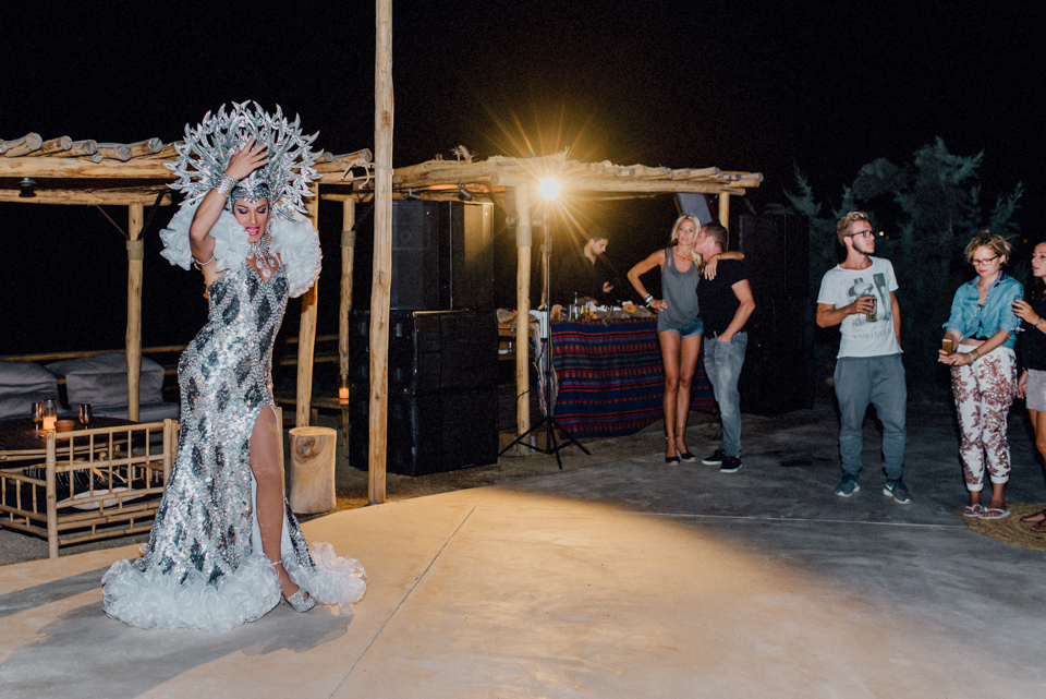 love-wins-beach-wedding-121 Ervin & Ian Love wins. Hochzeit auf Mykonos. Foto & Filmlove wins beach wedding 121