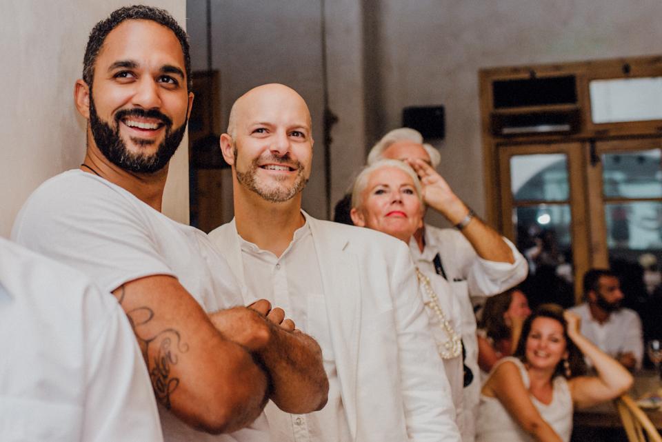love-wins-beach-wedding-124 Ervin & Ian Love wins. Hochzeit auf Mykonos. Foto & Filmlove wins beach wedding 124