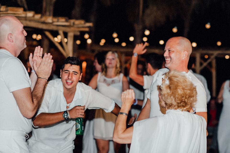 love-wins-beach-wedding-128 Ervin & Ian Love wins. Hochzeit auf Mykonos. Foto & Filmlove wins beach wedding 128