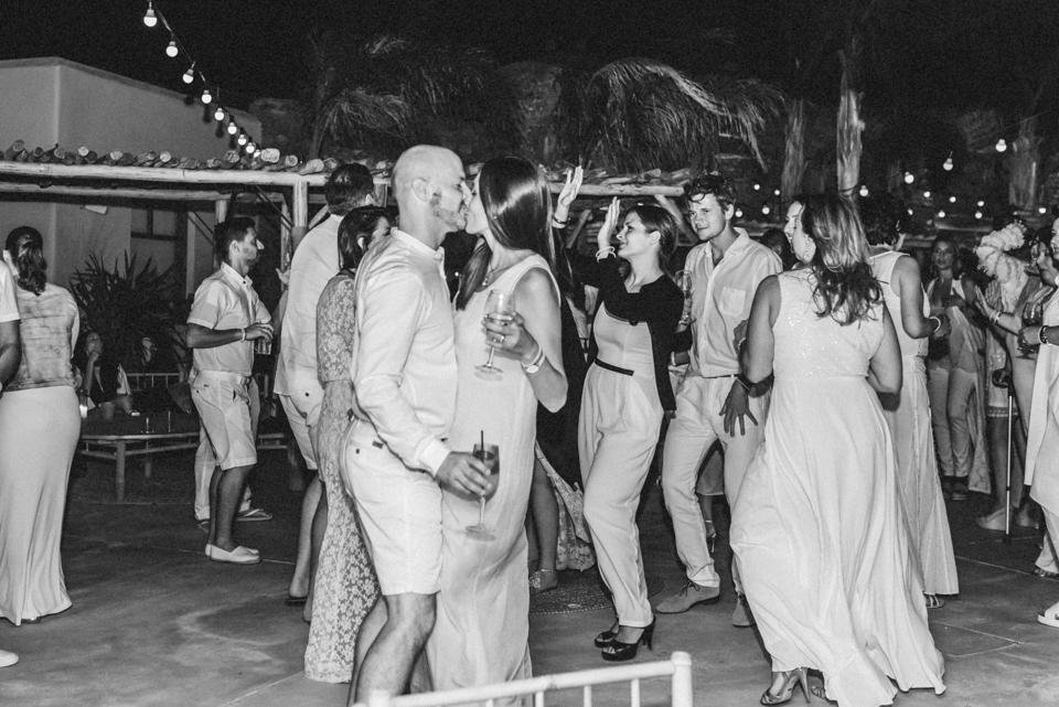 love-wins-beach-wedding-129 Ervin & Ian Love wins. Hochzeit auf Mykonos. Foto & Filmlove wins beach wedding 129