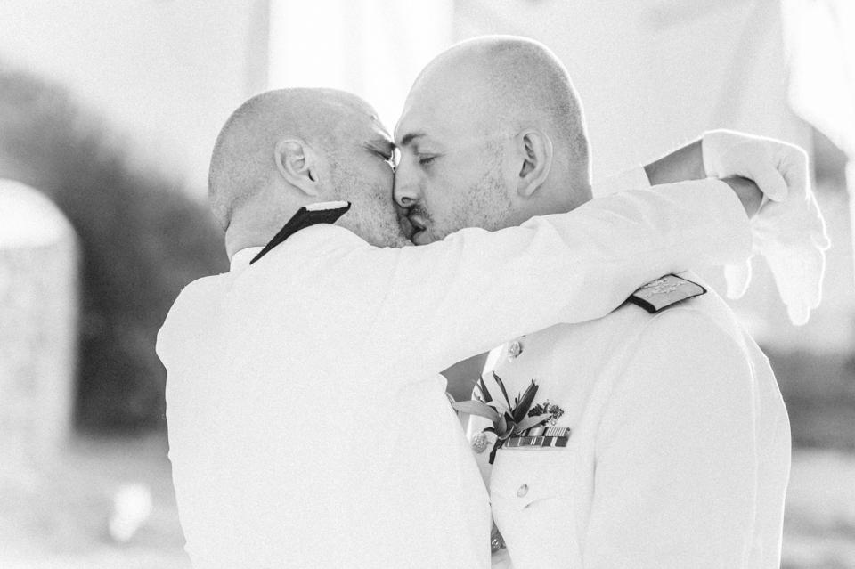 love-wins-beach-wedding-32 Ervin & Ian Love wins. Hochzeit auf Mykonos. Foto & Filmlove wins beach wedding 32