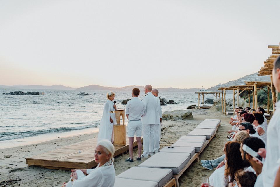 love-wins-beach-wedding-76 Ervin & Ian Love wins. Hochzeit auf Mykonos. Foto & Filmlove wins beach wedding 76