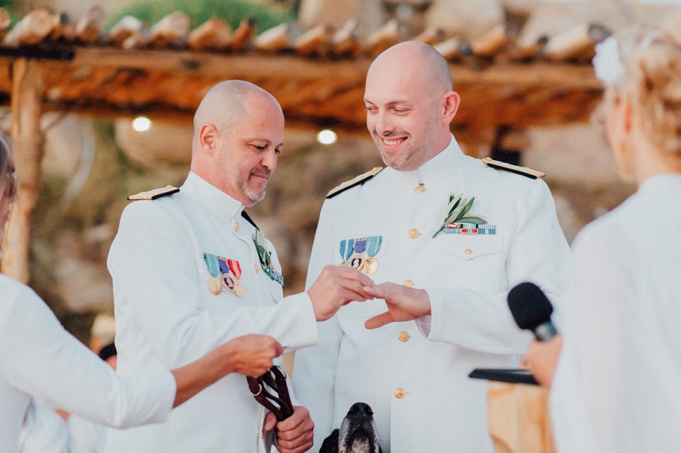 love-wins-beach-wedding-93 Ervin & Ian Love wins. Hochzeit auf Mykonos. Foto & Filmlove wins beach wedding 93