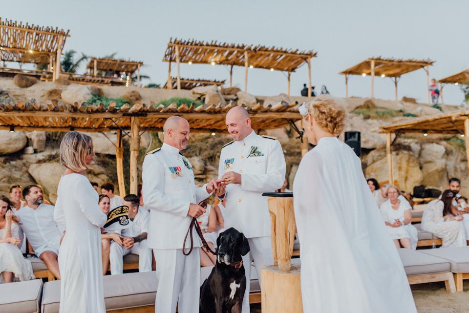 love-wins-beach-wedding-94 Ervin & Ian Love wins. Hochzeit auf Mykonos. Foto & Filmlove wins beach wedding 94