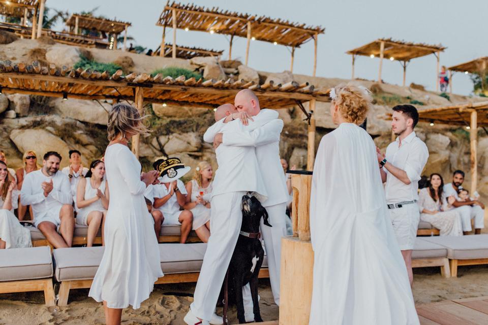 love-wins-beach-wedding-96 Ervin & Ian Love wins. Hochzeit auf Mykonos. Foto & Filmlove wins beach wedding 96