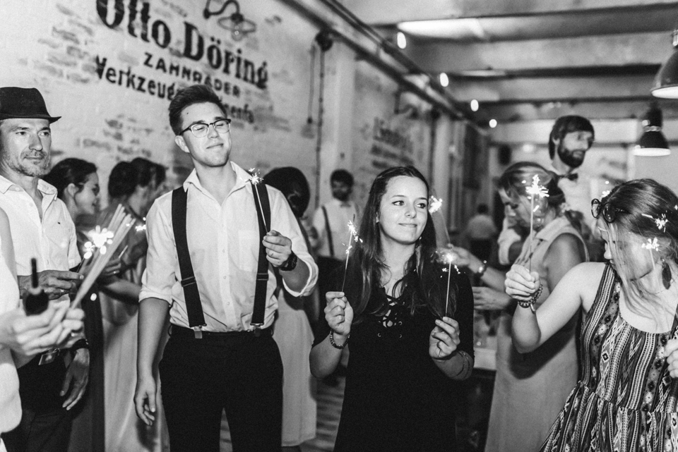 rembostyling-weddinginspiration-kreativ-wedding-wedding-belin-loft23_0401 Hochzeitsfotograf BerlinSharon & Mateusz Hipster Hochzeit in Berlinrembostyling weddinginspiration kreativ wedding wedding belin loft23 0401