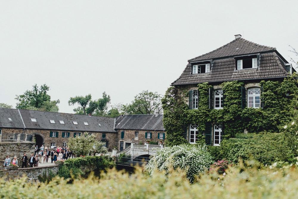 schloss-linnep- bohemian_1448 Hochzeitsfotograf schloss linnepJulia & René fröhliche Juni Hochzeit im Schloss Linnepschloss linnep bohemian 1448