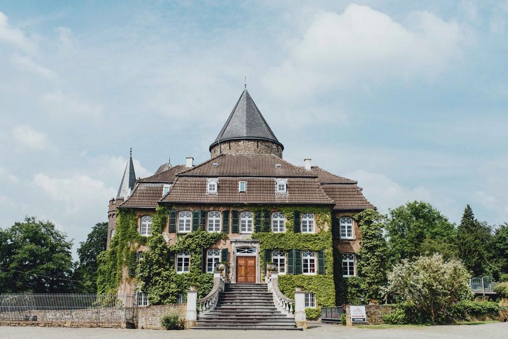 schloss-linnep- bohemian_1454 Hochzeitsfotograf schloss linnepJulia & René fröhliche Juni Hochzeit im Schloss Linnepschloss linnep bohemian 1454