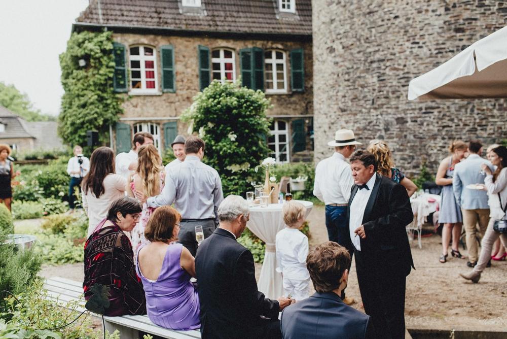 schloss-linnep- bohemian_1484 Hochzeitsfotograf schloss linnepJulia & René fröhliche Juni Hochzeit im Schloss Linnepschloss linnep bohemian 1484